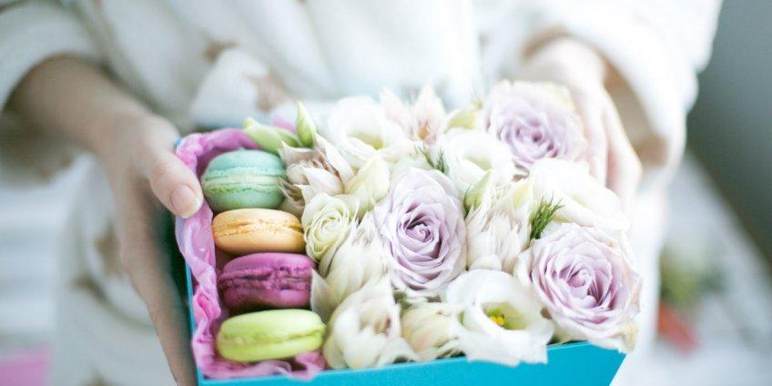 Модные букеты в коробках и корзинках от Superflowers