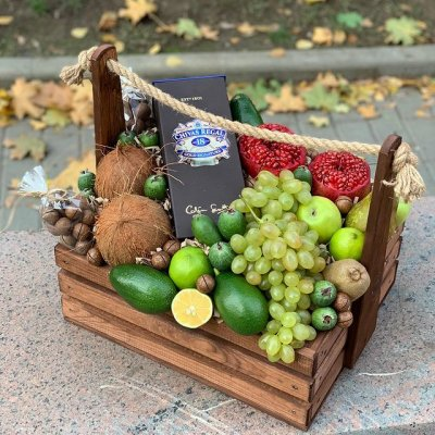 Подарочный ящик с фруктами и алкоголем