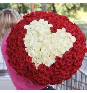 """201 красно-белая роза сердцем """"Большая Любовь"""""""