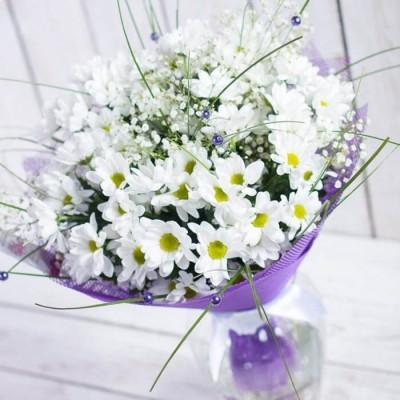Букет из 5 белых хризантем Бакарди
