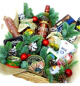 Новорічна коробка з продуктами