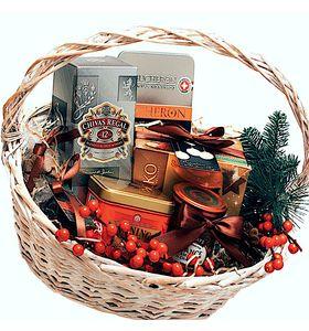 Подарункова корзина з віскі і шоколадом