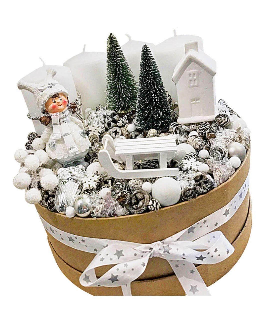 Новогодняя композиция в коробке. superflowers.com.ua. Купить новогоднюю квадратную коробку с доставкой