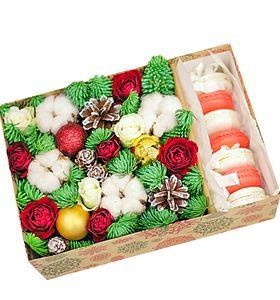 Новогодняя подарочная коробка с Макарунами