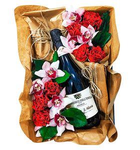 Подарочная коробка с цветами и алкоголем (подарок)