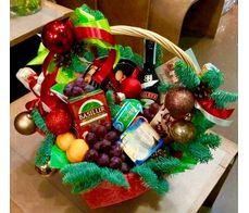 Подарункова корзина з фруктами на Новий Рік