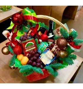 Подарочная корзина с фруктами на Новый Год