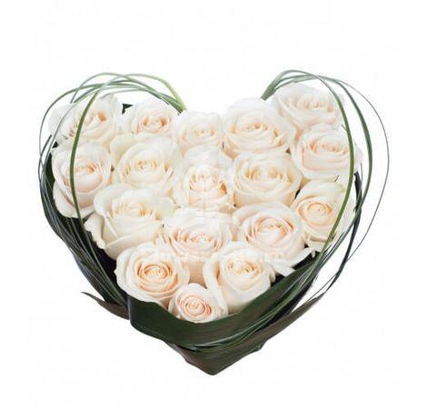 Сердце из 17 роз. Superflowers.com.ua
