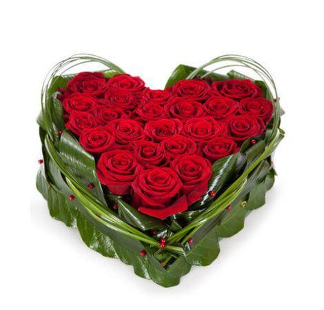 Серце з червоних троянд. Superflowers.com.ua
