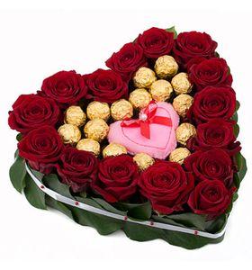 Сердце из роз и конфет