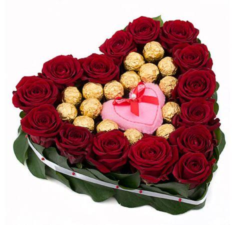 Сердце из роз и конфет. Superflowers.com.ua