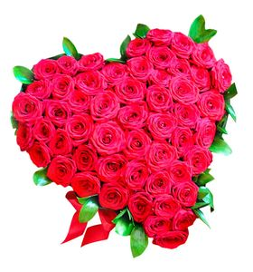 "Сердце из красных роз ""Love"""
