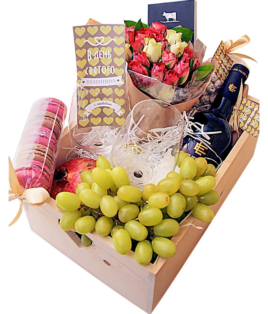 Деревянный подарочный ящик с розами, фруктами и вином. superflowers.com.ua. Купить деревянный подарочный ящик с розовыми розами и сладостями