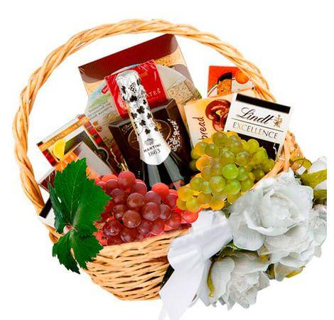 """Подарочная корзина для женщины """"Fleur"""". Superflowers.com.ua"""