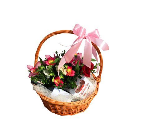 "Подарочная корзина с конфетами ""Сладкий презент"". Superflowers.com.ua"
