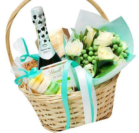 Подарочная корзина с шампанским. superflowers.com.ua. Купить подарочную корзину с вином
