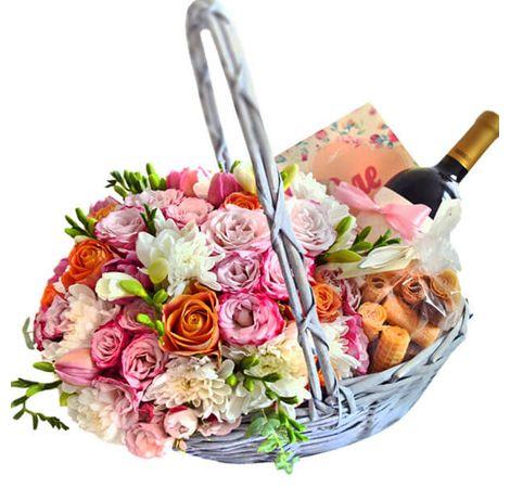 "Подарункова корзина з квітами ""Святкова"". Superflowers.com.ua. Купити кошик з квітами на свято"