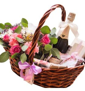 """Подарункова корзина з квітами """"Романтика"""""""
