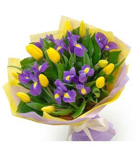 Букет з ірисів і тюльпанів