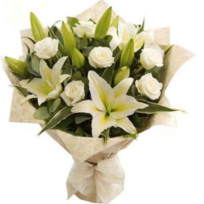 Букет з лілій і троянд