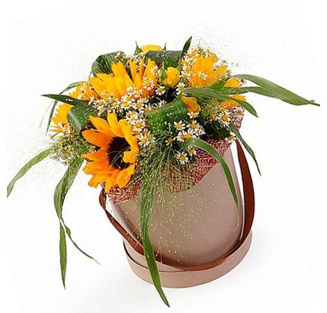 """Подсолнухи в шляпной коробке """"Вуаль"""". Superflowers.com.ua"""