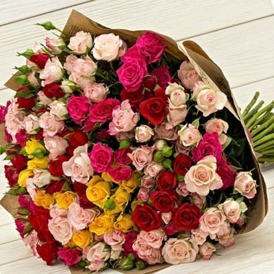 """Букет из 35 кустовых роз """"Цветная Сказка"""""""