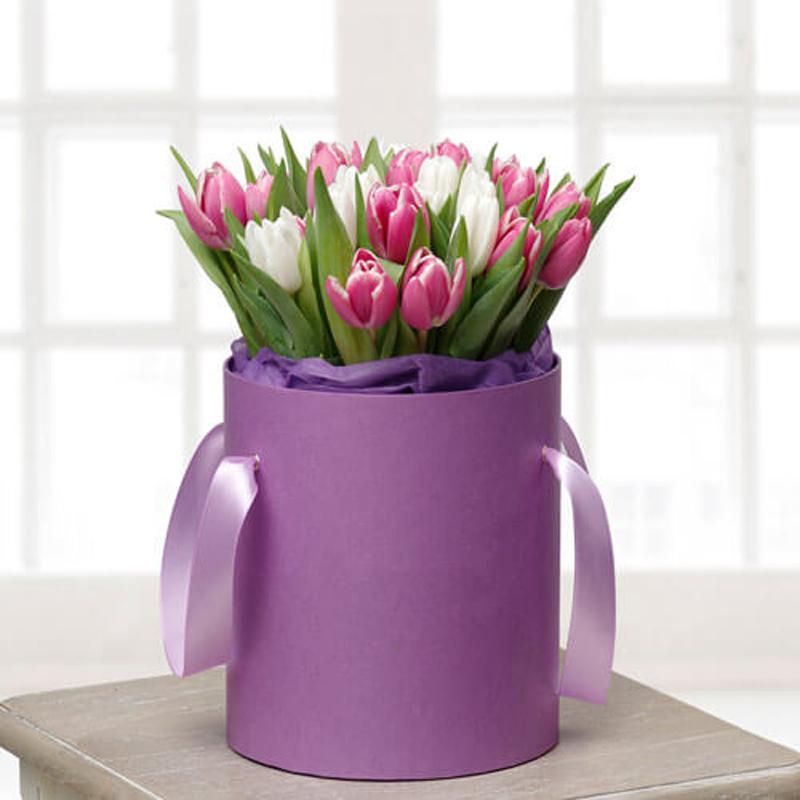 """29 тюльпанов микс в шляпной коробке """"Сиреневый рай"""""""