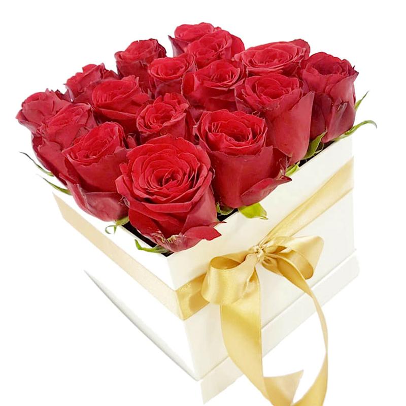 """Живые цветы в коробке """"17 красных роз"""""""