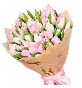 Букет з 35 біло-рожевих тюльпанів