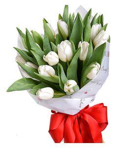 """Букет из 15 белых тюльпанов """"Запах весны"""""""