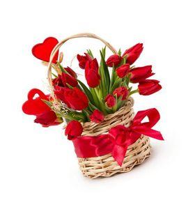 """19 красных тюльпанов в корзине """"Краски весны"""""""