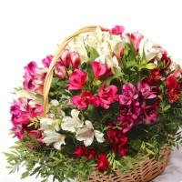Корзина с цветами - лучший подарок на юбилей