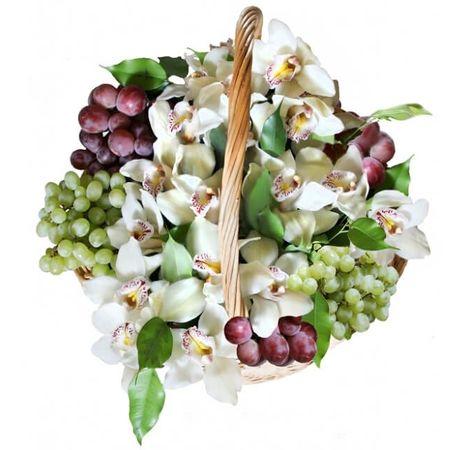 """Фруктово-цветочная корзина """"Сказка"""". Superflowers.com.ua. Купить фрукты с цветами в интернет-магазине"""