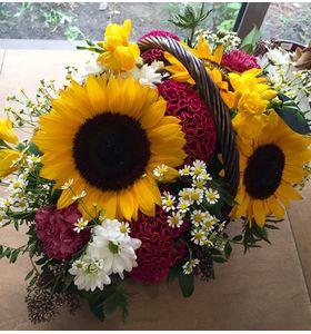 """Корзина цветов с подсолнухами """"Лучик"""""""