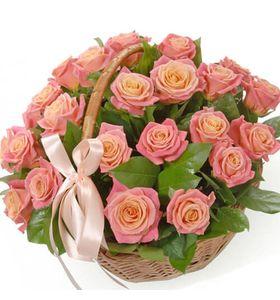 Кошик троянд Міс Піггі