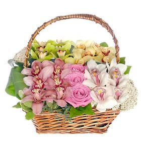 """Корзина с цветами """"Адриана"""""""