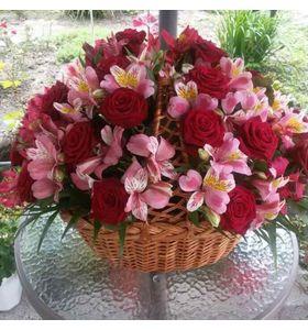 """Корзина с цветами """"Душевный подарок"""""""