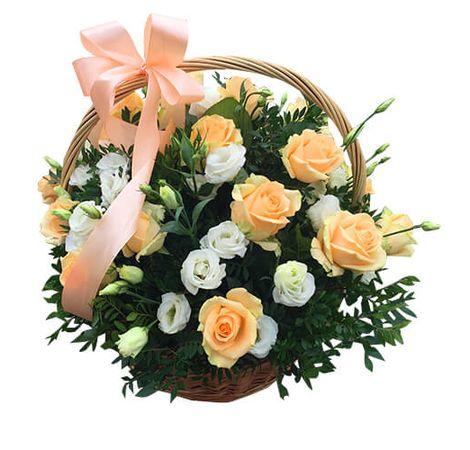 """Корзина с цветами """"Нежный персик и белая вуаль"""". Superflowers.com.ua"""