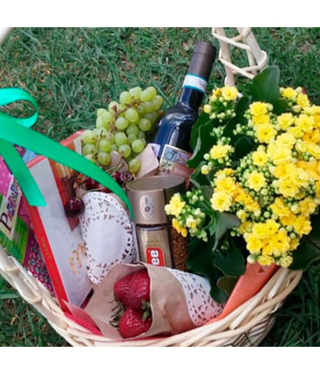 "Подарункова корзина ""Милий подарунок"". Superflowers.com.ua"