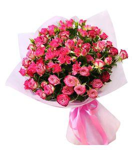 Букет рожевої кущової троянди