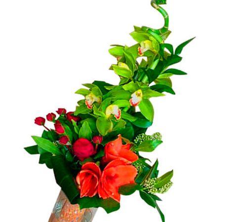 """Букет квітів """"Флора"""". Superflowers.com.ua. Доставка букета зелених і червоних кольорів в Києві"""