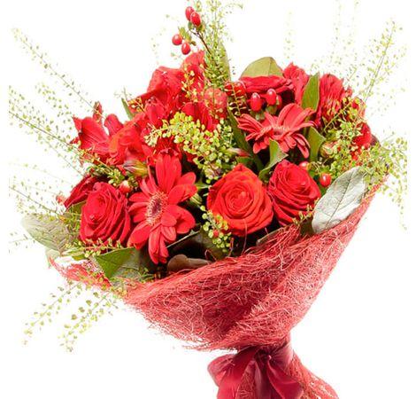 """Сборный букет цветов """"Пламенный танец"""""""