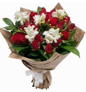 """Композиція з фрезою і червоних троянд """"Лід і Полум'я"""""""